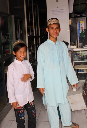 INDO Tual Collecting for Mosque