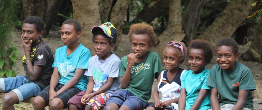 Vanuatu Kids Waiting2